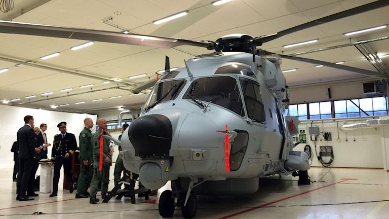 helikoptern HKP14F vid en ceremoni i Ronneby. Foto: Mikael Eriksson/Sveriges Radio.