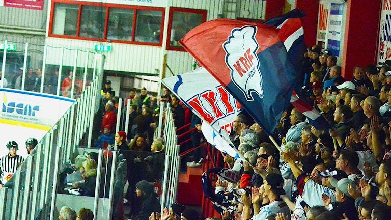 Kallingepubliken var glada för KRIF:s vinst. Foto: Torbjörn Sunesson.