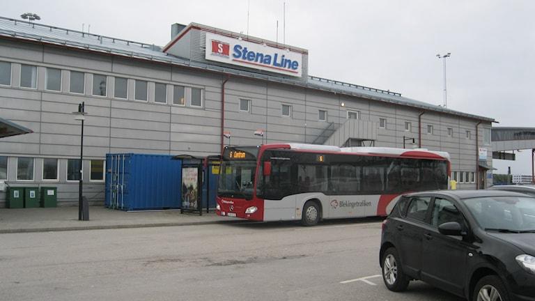 En buss lämnar passageare utanför Stena Lines terminal på Verkö i Karlskrona.