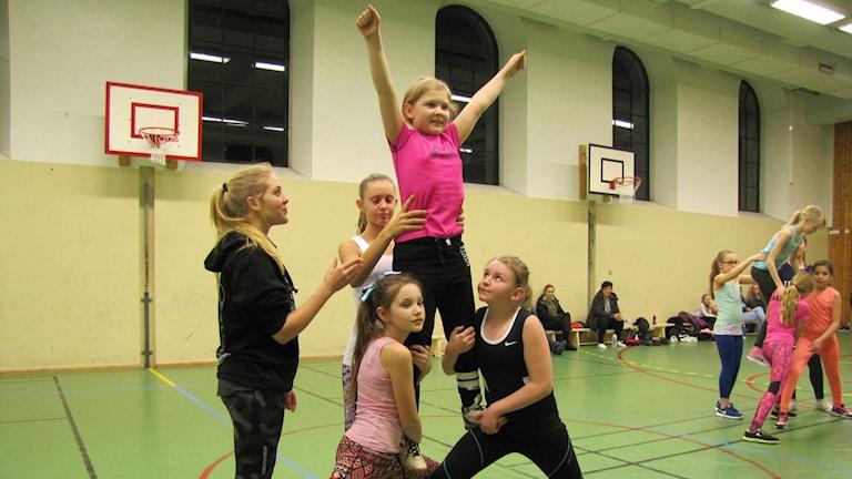 Pyramid på cheerleadingträning med Carlskrona Allstars.