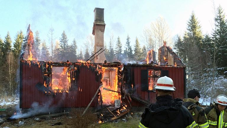 Den nästan nerbrunna röda villan i Eringsboda.