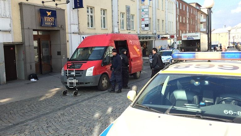 Budbilen fick påhälsning av tjuven då den stod parkerad på Borgmästargatan.