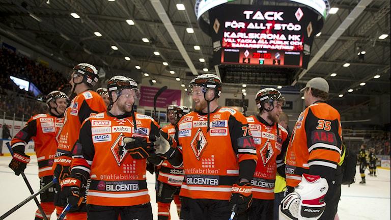 Glädje i Karlskrona efter söndagskvällens kvalmatch till SHL mellan Karlskrona och AIK