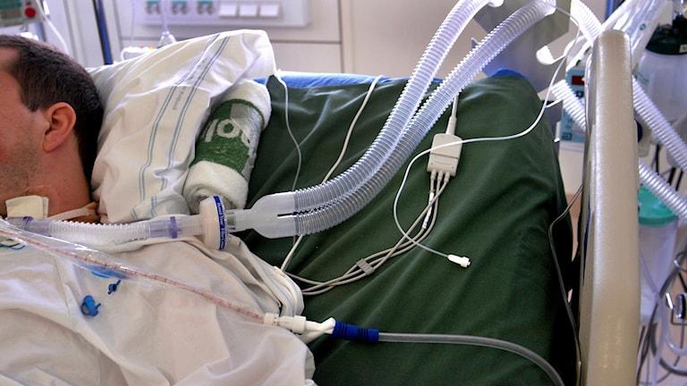 Patient med slangar