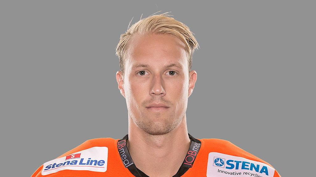 Emil Larsson spelar sin sjunde säsong i KHK-tröja.