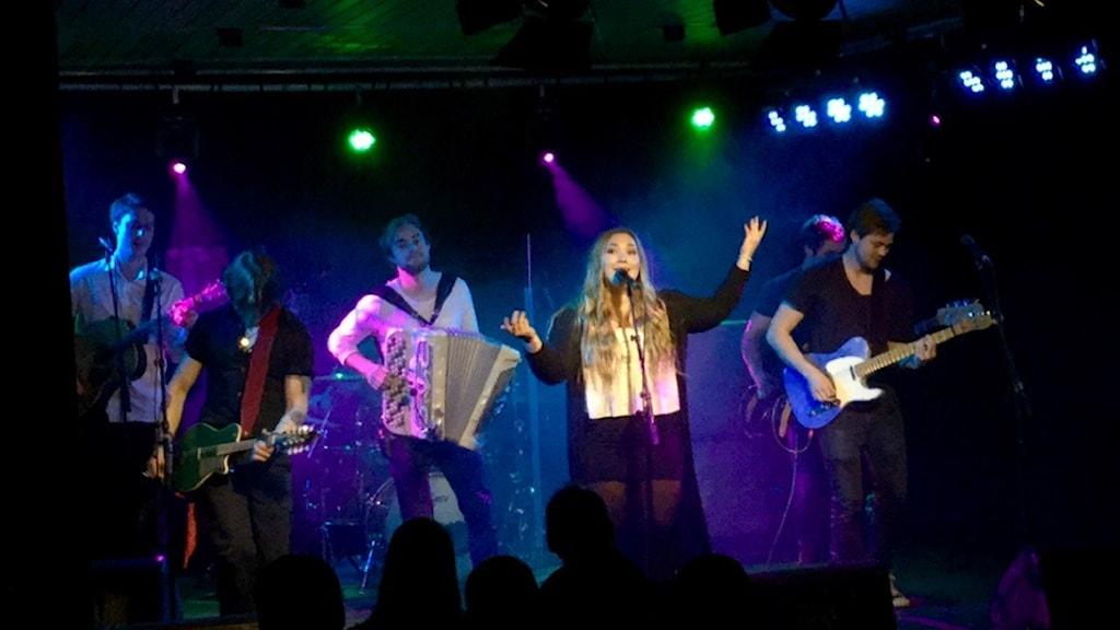 Bandet Fyren från Karlskrona lyste upp Musik i Blekinges länsfinal. Nu får bandet representera länet i riksfinalen av tävlingen Musik Direkt.
