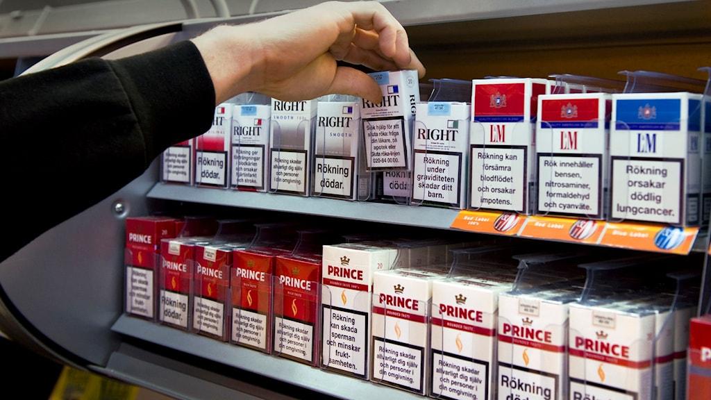 Hylla med cigaretter