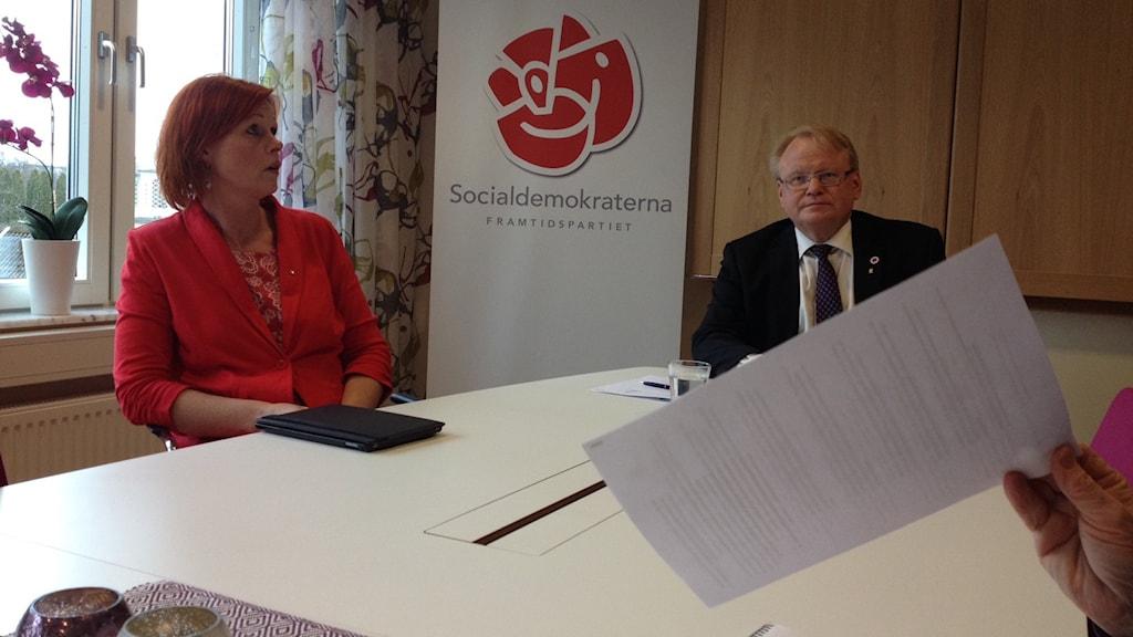 Heléne Björklund (S) kommunalråd i Sölvesborg och Försvarsminister Peter Hultqvist (S)