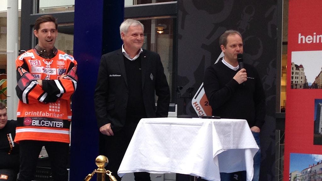 Johannes Jönsson, Rolf Lindberg och Micke Sundlöv på scen.