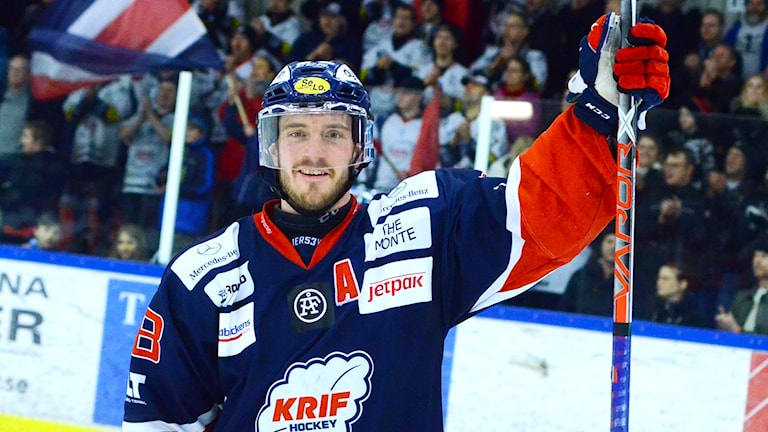Spelaren Andreas Nordfeldt Kallinge/Ronneby jublar efter segermålet. Foto: Torbjörn Sunesson.
