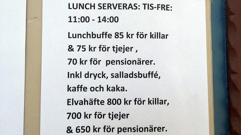 En bild på menyn som visar att buffén kostar 85 kronor för killar och 75 för tjejer.