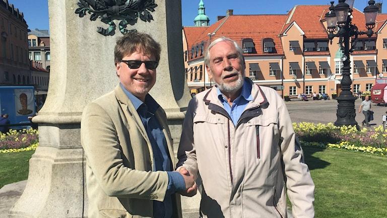 Förste vice ordförande i kommunstyrelsen Magnus Larsson (C) och vice ordförande i Gamla Carlskrona Rolf Andersson.