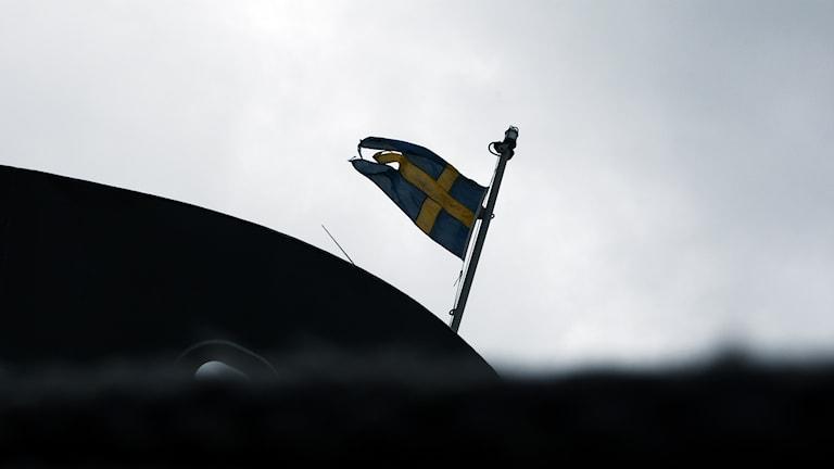 Flagga på halv stång.