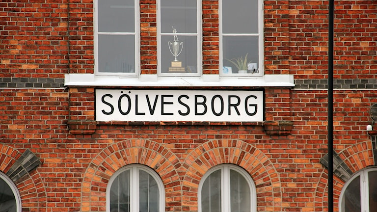 Fasaden till centralstationen i Sölvesborg.