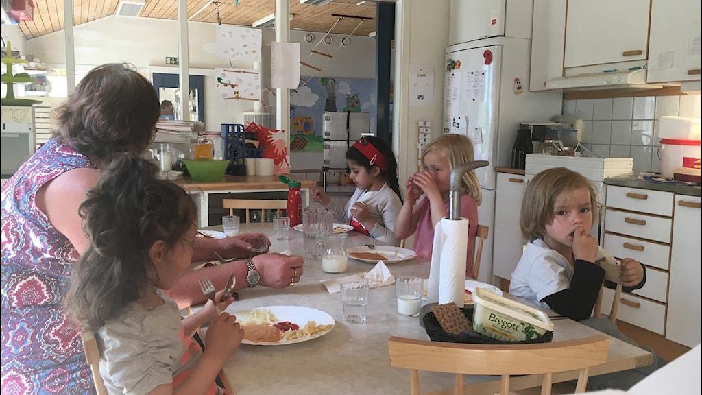 Lunch på Möllebackens förskola i Karlshamn.