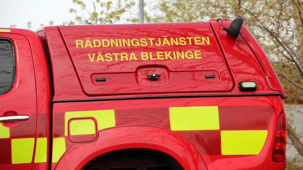 En röd räddningsbil.