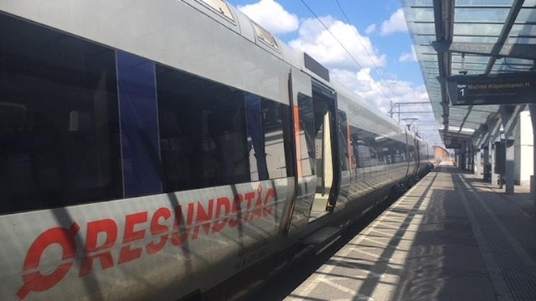 Ett Öresundståg står på perrongen i Karlskrona.