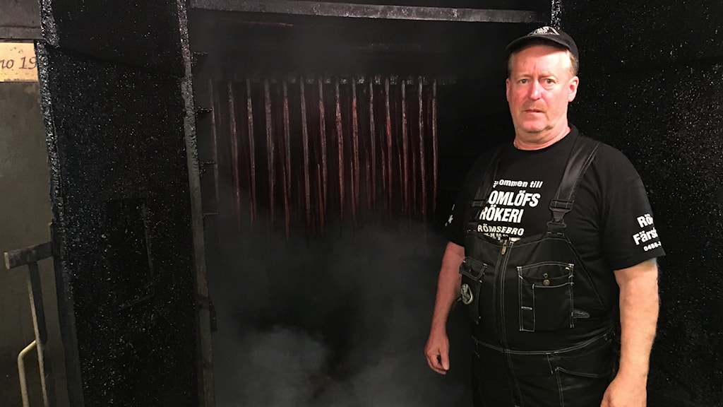Bo Blomlöf, vd på Blomlöfs rökeri i Brömsebro.