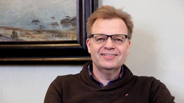En porträttbild på en glad Per Ola Mattsson, kommunalråd i Karlshamn.