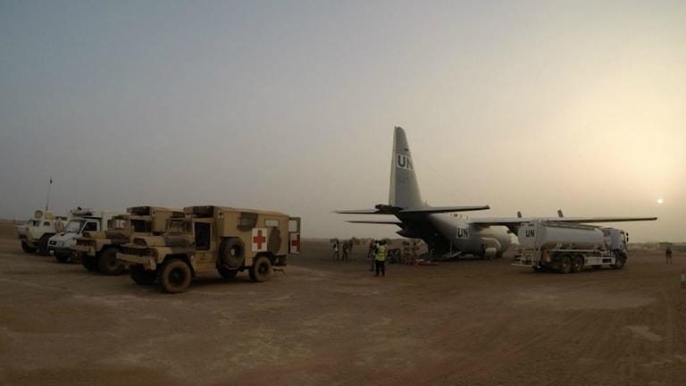 Det svenska Herculesplanet på flygplatsen i Gao.
