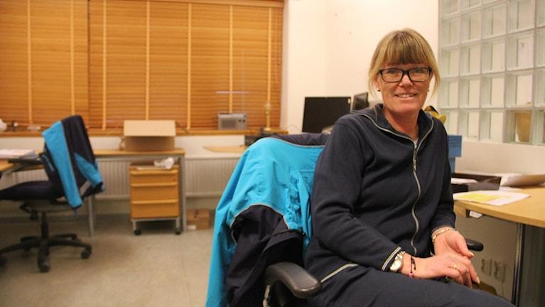 Monica Möller skickar runt 60 brev till Kiruna varje månad.