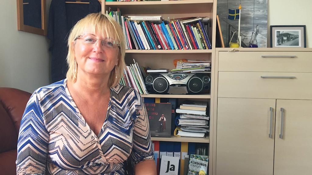 Agrita Martinsone sitter på sitt kontor på Litorina Folkhögskola.