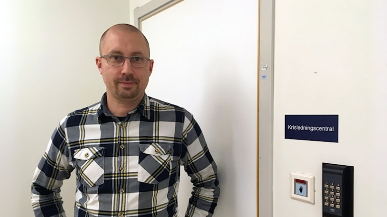 Stefan Österström, säkerhetschef på Landstinget utanför krisledningscentralen.