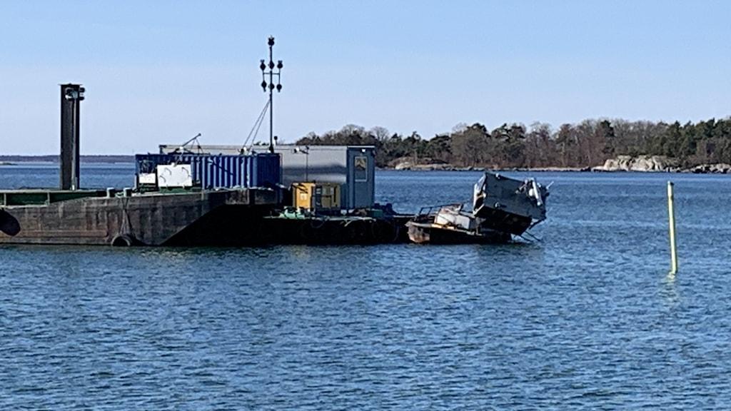 en bogserbåt där hytten lossnat.