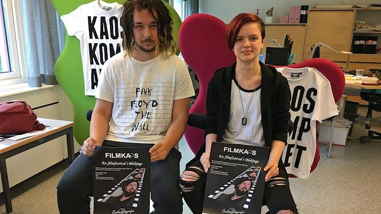 Max Åkerström och Emma Åkesson som anordnar Filmkaos