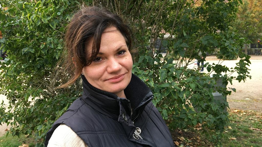 Anna Carlbrandt som blir politisk vilde i kommunfullmäktige.