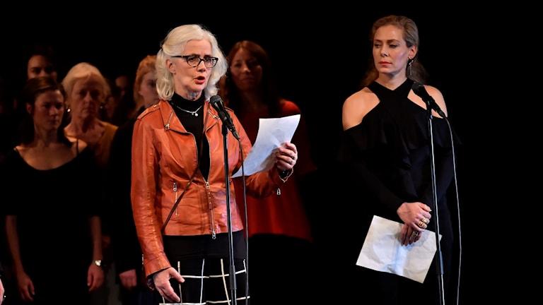 Marika Lagercrantz och Eva Röse under uppläsning i Stockholm på söndagen.
