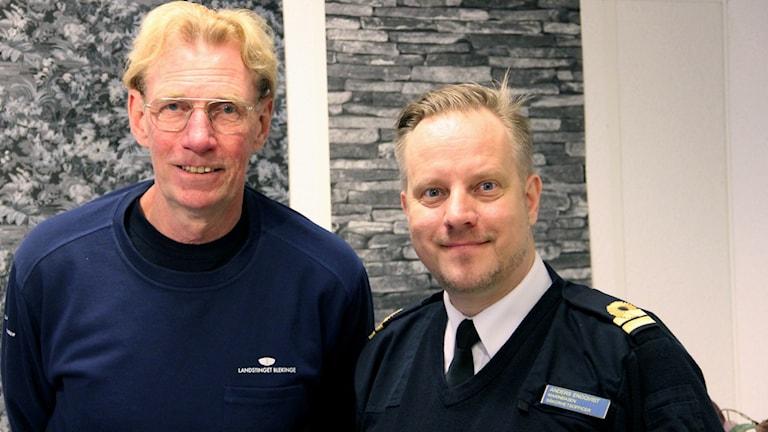 Yngve Augustinsson, ordförande i Pantaholmens båtklubb och Anders Engkvist som är säkerhetsofficer på Marinbasen