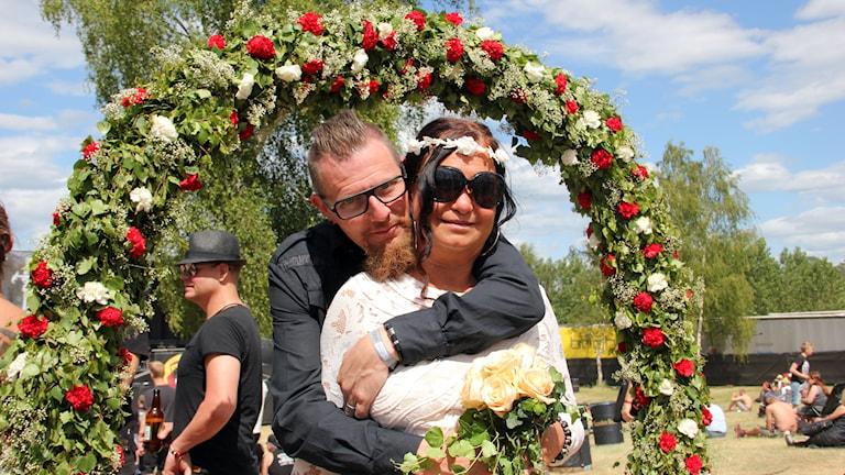 Tina Bengtsson och Kidde Svensson gifter sig på Sweden Rock.