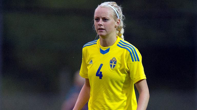 Fotbollsspelaren Amanda Ilestedt i svenska landslagströjan.