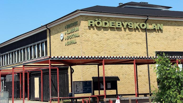 Fasaden till Rödebyskolan.