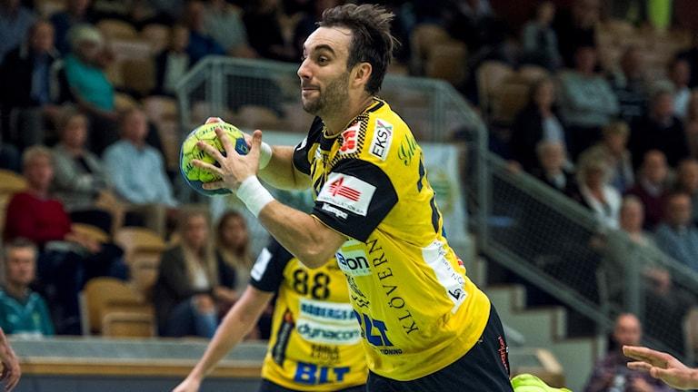Gustaf Hallén satsar med skott mot mål.