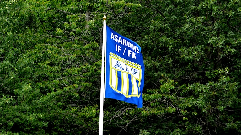 Hörnflagga med Asarums klubbmärke