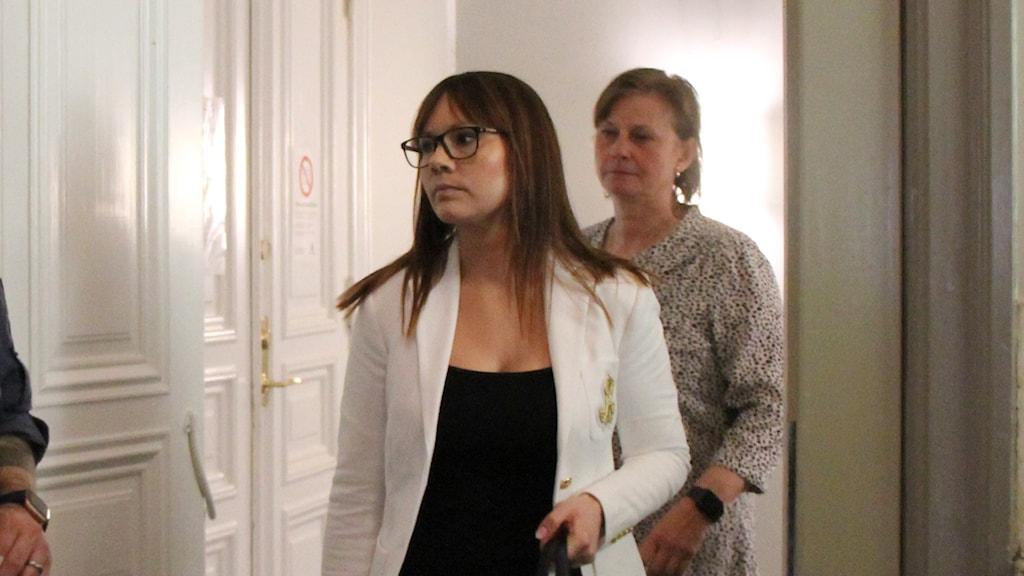 Åklagare Anna Johansson Toresten samt utredare Helene Svedberg.