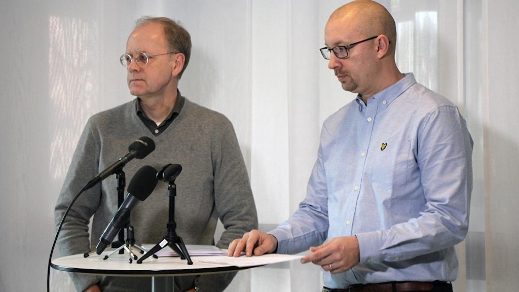 Smittskyddsläkare Bengt Wittesjö och säkerhetschef Stefan Österström.