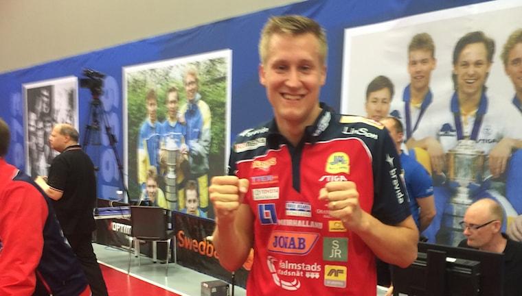 Mattias Karlsson firar SM-guldet.