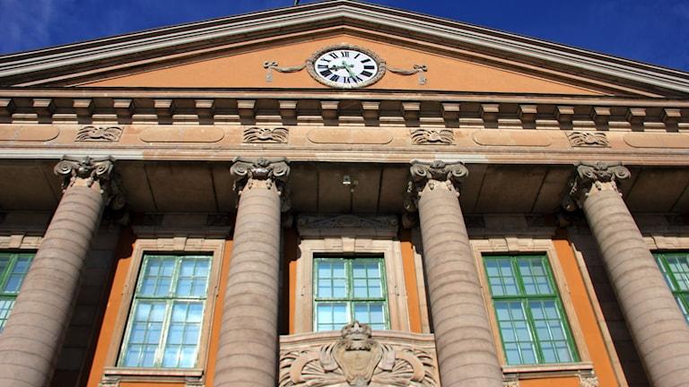 En bild på fasaden till Blekinge Tingsrätt.