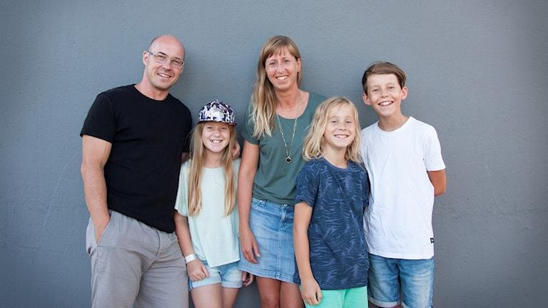 Familjen bergh med tre barn.