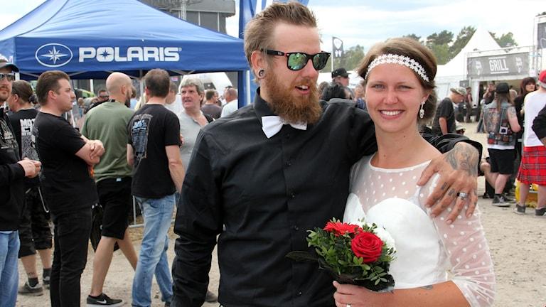 Alexandra Andersson och Jari Saarinen från Skövde är ett alldeles nybakat bröllopspar.