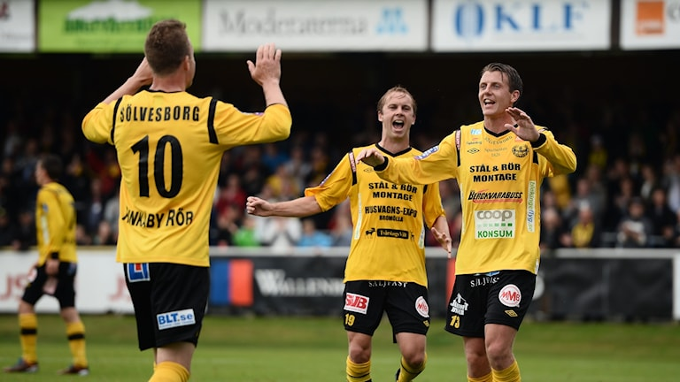 Mjällbys Marcus Ekenberg, Craig Henderson och Daniel Nilsson jublar sedan Mjällby gjort 2-1 i vårens fotbollsmatch i allsvenskan mellan Mjällby AIF och Halmstads BK på Strandvallen i Hällevik.