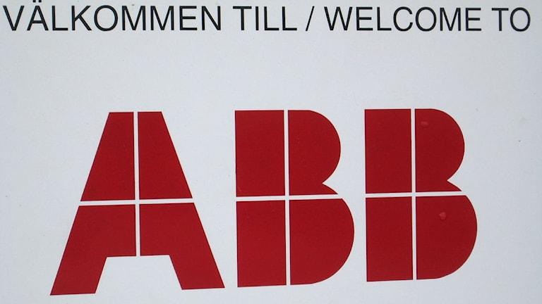Skylt där det står Välkommen till/Welcome to ABB. Foto: Daniel Kjellander/SR.