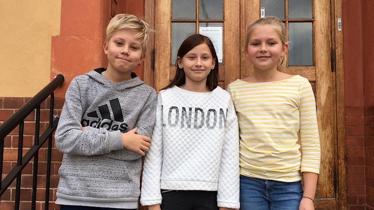 Philip Gunnarsson, Maja Hjalman och Doris Holmberg i klass 4.