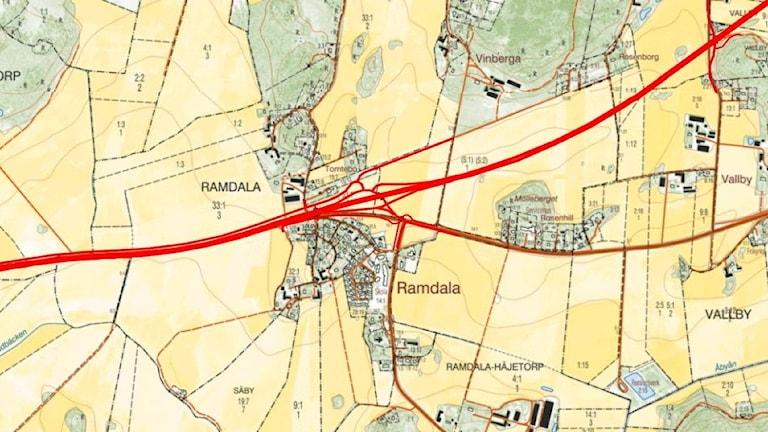 En röd linje som visar var den nya E22 ska gå enligt Trafikverket.