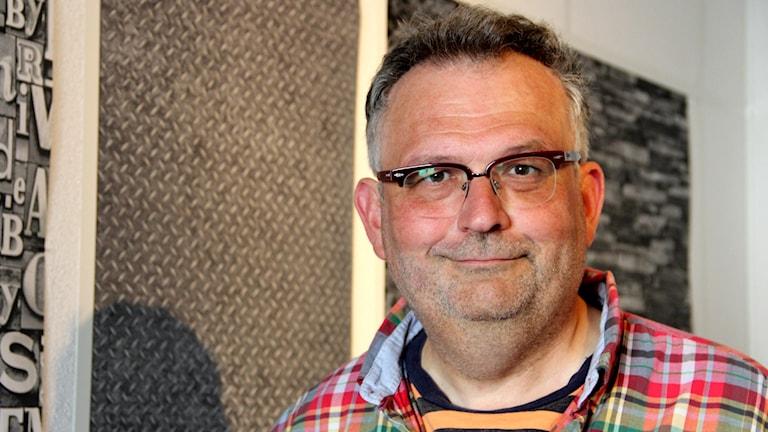 En porträttbild på regissören Martin Rosengren.