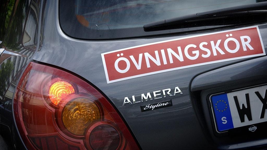 Bil med övningskörningsskylt. Foto: Claus Gertsen /TT