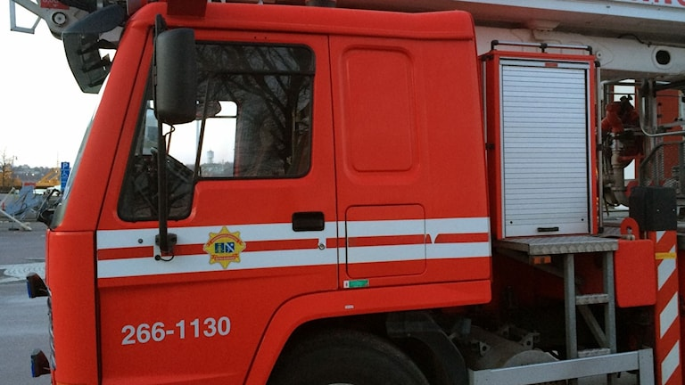 Fronten på en röd brandbil.